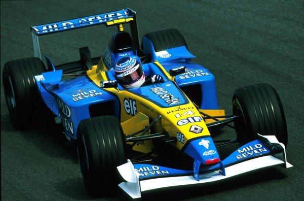 Jarno Trulli (ITA) Renault R202.Italian Grand Prix, Rd.15, Monza, Italy. 15 September 2002.BEST IMAGE