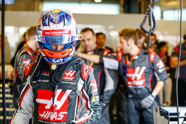 Yas Marina Circuit, Abu Dhabi, United Arab Emirates. Sunday 26 November 2017. Romain Grosjean, Haas F1.  World Copyright: Andy Hone/LAT Images  ref: Digital Image _ONY3413