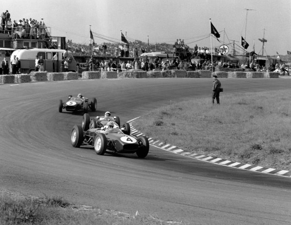 1960 Dutch Grand Prix. Zandvoort, Holland. 6th June 1960. Innes Ireland (Lotus 18-Climax), 2nd position leads Stirling Moss (Lotus 18-Climax), 4th position and Alan Stacey (Lotus 18-Climax), retired, action.  World Copyright: LAT Photographic. Ref: 6592.