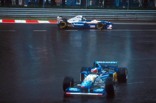 Spa-Francorchamps, Belgium.25-27 August 1995.Damon Hill (Williams FW17 Renault) goes wide at La Source, as does Michael Schumacher (Benetton B195 Renault) who he follows.Ref-95 BEL 11.World Copyright - LAT Photographic