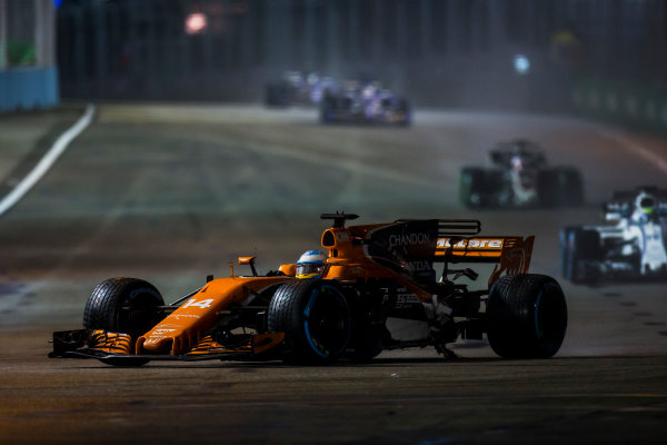 Marina Bay Street Circuit, Marina Bay, Singapore. Sunday 17 September 2017. Fernando Alonso, McLaren MCL32 Honda, carrying heavy damage, leads Felipe Massa, Williams FW40 Mercedes.  World Copyright: Zak Mauger/LAT Images ref: Digital Image _X0W5502
