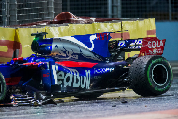 Marina Bay Street Circuit, Marina Bay, Singapore. Sunday 17 September 2017. The wrecked Daniil Kvyat Toro Roso STR12 Renault.  World Copyright: Zak Mauger/LAT Images ref: Digital Image _X0W5997