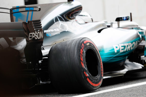 Suzuka Circuit, Japan. Saturday 07 October 2017. Valtteri Bottas, Mercedes F1 W08 EQ Power+, returns to the pits with damage. World Copyright: Glenn Dunbar/LAT Images  ref: Digital Image _X4I5911