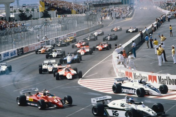 Caesars Palace, Las Vegas, USA. 23rd - 25th September 1982.Keke Rosberg (Williams FW08 Ford) 5th position, leads at the start of the race, action. World Copyright: LAT PhotographicRef: 82LV