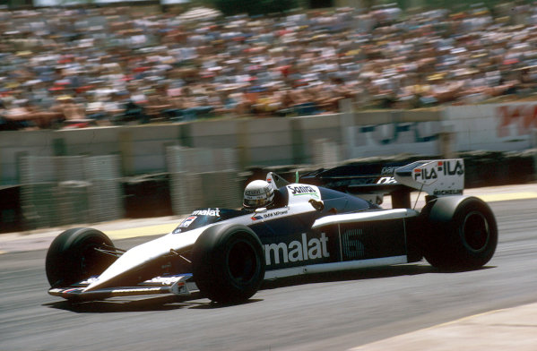Kyalami, South Africa.13-15 October 1983.Riccardo Patrese (Brabham BT52B-BMW) 1st position, action.World Copyright: LAT Photographic.Ref: 83 SA 05.