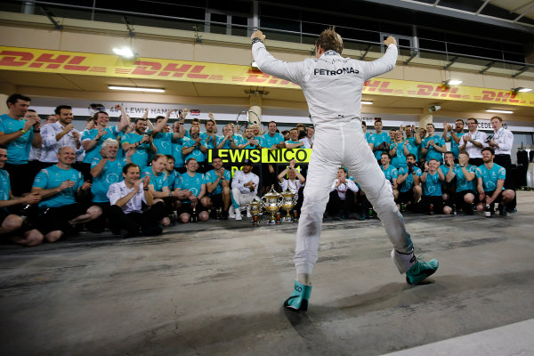 Bahrain International Circuit, Sakhir, Bahrain. Sunday 3 April 2016. Nico Rosberg, Mercedes AMG, celebrates victory in front of team members. World Copyright: Hone/LAT Photographic ref: Digital Image _ONY2604