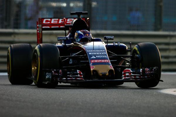 Yas Marina Circuit, Abu Dhabi, United Arab Emirates. Sunday 29 November 2015. Max Verstappen, Toro Rosso STR10 Renault. World Copyright: Steven Tee/LAT Photographic. ref: Digital Image _L4R5528