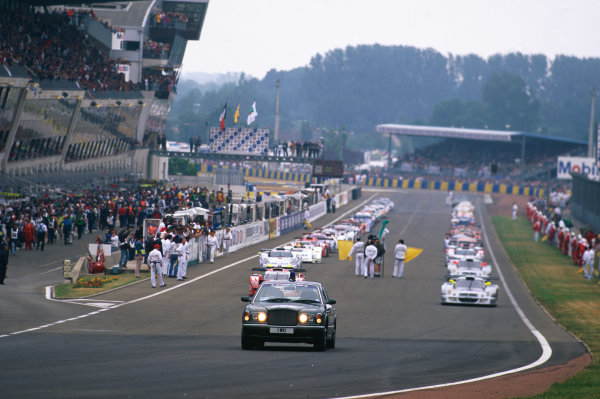 1998 Le Mans 24 Hours. Le Mans, France. 6th - 7th June 1998. Start of the parade lap, action. World Copyright: LAT Photographic. Ref:  98LM19