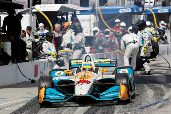 Gabby Chaves, Harding Racing Chevrolet, pit stop