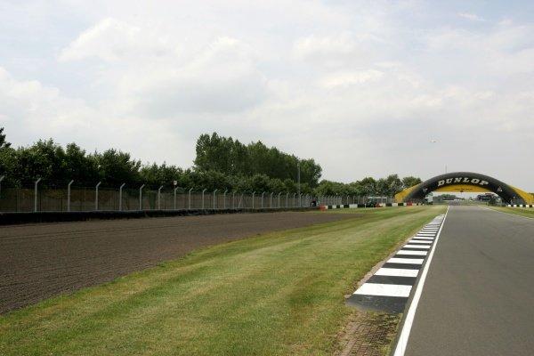Starkeys Straight Donington Park Track Feature, Donington Park, England, 24 July 2008.