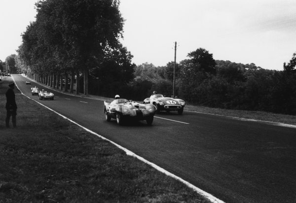 Le Mans, France. 11th - 12th June 1955 Ken McAlpine/Eric Thompson (Connaught AL/SR Lea Francis), retired, leads Mike Sparken/Masten Gregory (Ferrari 750 Monza), retired, action. World Copyright: LAT Photographic Ref: 301 - 29.