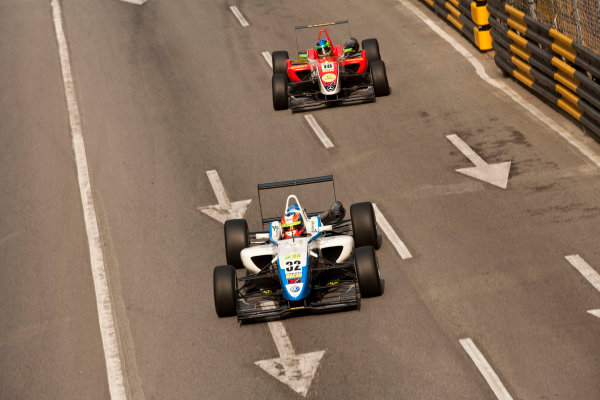 Formula Three. 16th - 19th November 2011. Circuit de Guia, Macau. Richie Stanaway, Van Amersfoort Racing leads Lucas Foresti, Fortec Motorsport. Action. World Copyright: Drew Gibson/LAT Photographic. ref: Digital Image _Y2Z6296