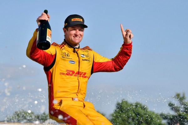Ryan Hunter-Reay, Andretti Autosport Honda celebrates the win by getting in the Scott Fountain.