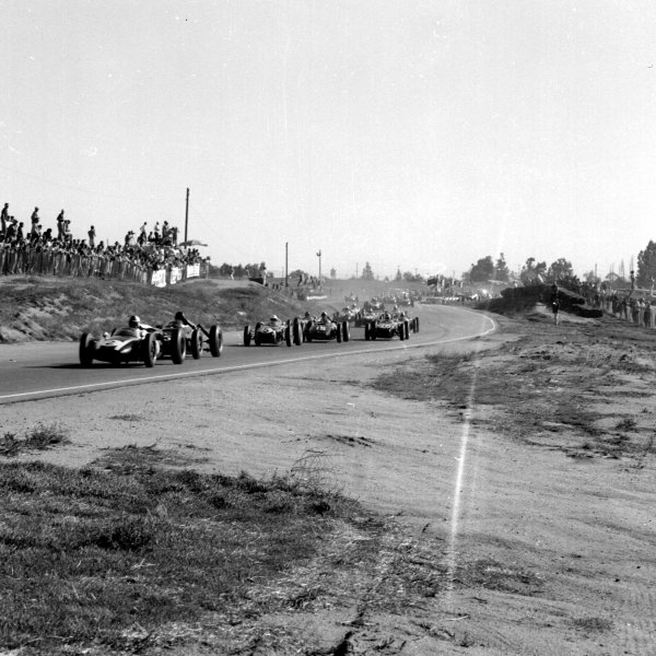 1960 United States Grand Prix.Riverside, California, USA.18-20 November 1960.Jack Brabham (Cooper T53 Climax) leads Dan Gurney (BRM P48), Stirling Moss (Lotus 18 Climax), Jo Bonnier (BRM P48) and Innes Ireland (Lotus 18 Climax) at the start.Ref-7428.World Copyright - LAT Photographic