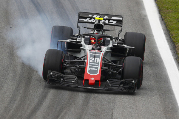 Kevin Magnussen, Haas F1 Team VF-18 Ferrari, locks-up a front wheel.