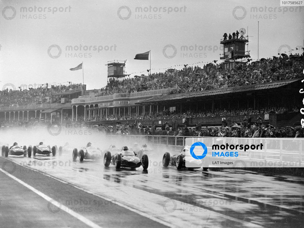 Phil Hill, Ferrari 156, battles with Richie Ginther, Ferrari 156, at the start.