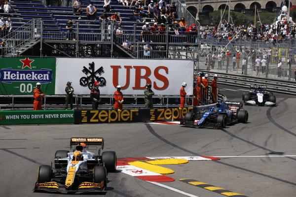 Daniel Ricciardo, McLaren MCL35M, leads Fernando Alonso, Alpine A521, and George Russell, Williams FW43B