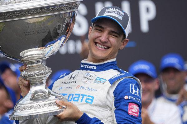 #10: Alex Palou, Chip Ganassi Racing Honda, Celebrates championship with trophy