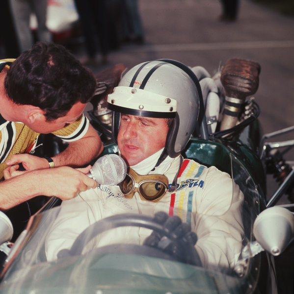 1967 British Grand Prix.Silverstone, England.13-15 July 1967.Denny Hulme (Brabham).Ref-3/3075.World Copyright - LAT Photographic