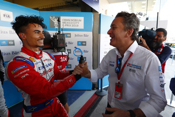 Pascal Wehrlein (DEU), Mahindra Racing, is congratulated by Alejandro Agag, CEO, Formula E, after taking Pole Position.