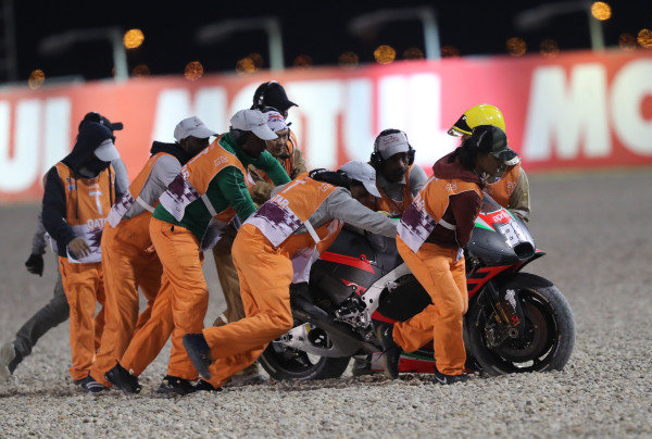 Bradley Smith, Aprilia Racing Team Gresini crash.