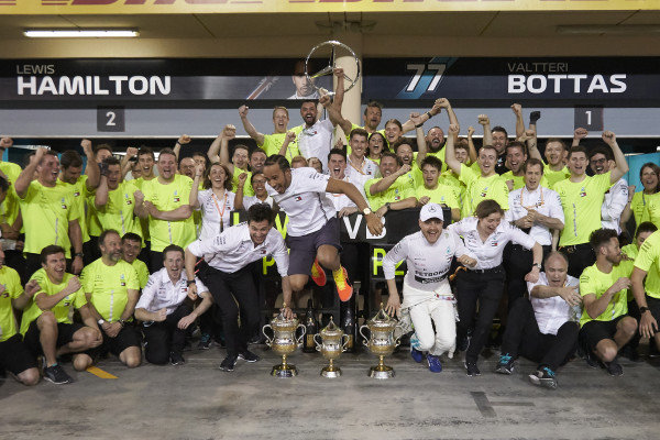 Winner Lewis Hamilton, Mercedes AMG F1 and Valtteri Bottas, Mercedes AMG F1 celebrate with colleagues, including Toto Wolff, Executive Director (Business), Mercedes AMG