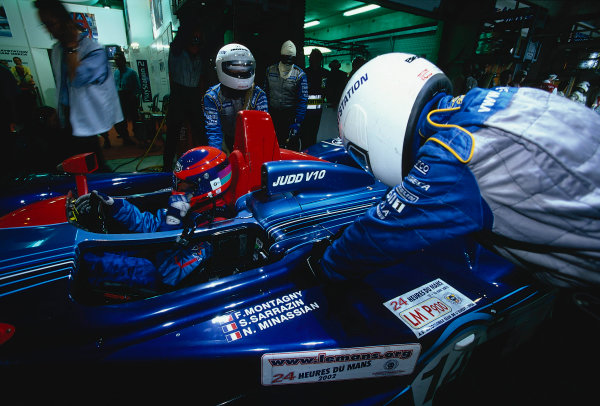 2002 Le Mans 24hr, La Sarthe, France, 15 -16 June 2002. Routine pitstop for the Dallara Judd V10 of Montagny, Sarrazin and Minassian. World Copyright: LAT Photographic Ref: 02LM37.