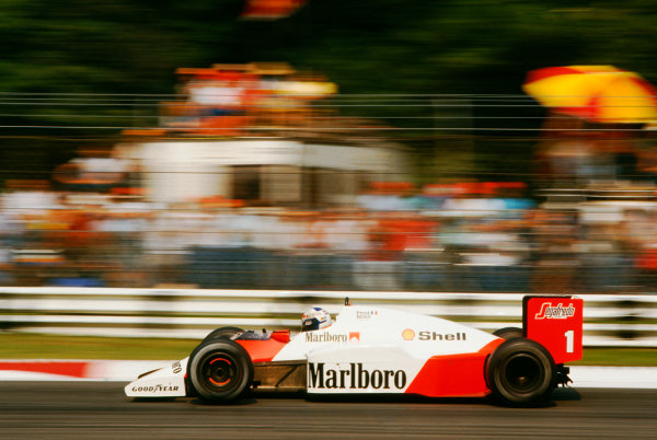1986 Italian Grand Prix. Monza, Italy. 5th - 7th September 1986. Alain Prost (McLaren MP4/2C-TAG Porsche), retired, action.  World Copyright: LAT Photographic. Ref:  86 ITA