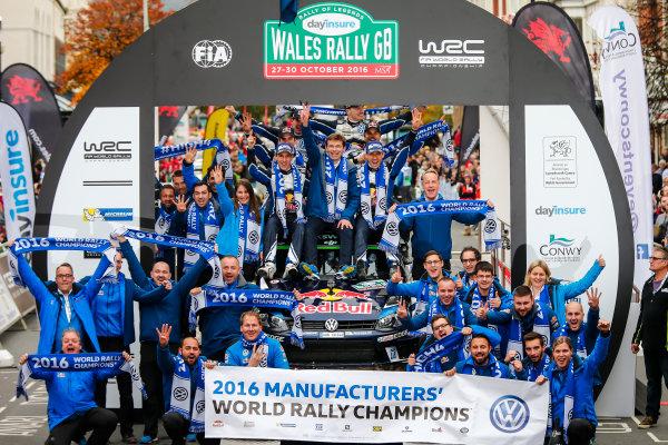 2016 FIA World Rally Championship, Round 13, Wales Rally GB 2016 October 27 - 30, 2016 , Sebastien Ogier, Julin Ingrassia, Podium Worldwide Copyright: McKlein/LAT