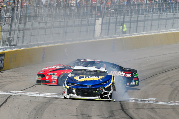 Monster Energy NASCAR Cup Series Pennzoil 400 Las Vegas Motor Speedway, Las Vegas, NV USA Sunday 4 March 2018 Chase Elliott, Hendrick Motorsports, Chevrolet Camaro NAPA Auto Parts and Kurt Busch, Stewart-Haas Racing, Ford Fusion Haas Automation crash World Copyright: Russell LaBounty NKP / LAT Images