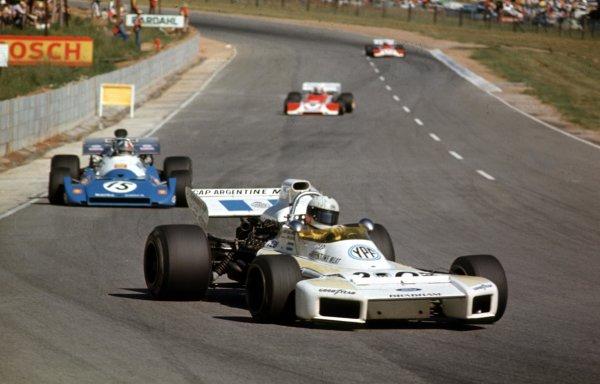 1972 South African Grand Prix.Kyalami, South Africa.2-4 March 1972.Carlos Reutemann (Brabham BT34 Ford) leads Chris Amon (Matra-Simca MS120).Ref-72 SA 32.World Copyright - LAT Photographic