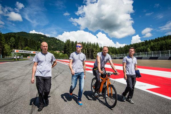 Paul Di Resta, HWA DTM Mercedes AMG C-Coupé walks the track