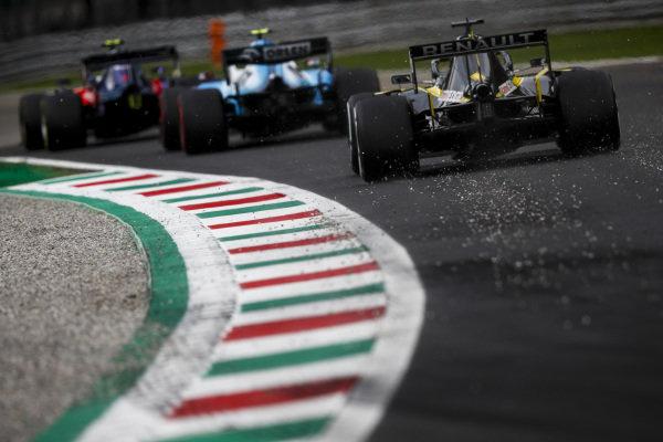 Daniel Ricciardo, Renault R.S.19, Robert Kubica, Williams FW42 and Pierre Gasly, Toro Rosso STR14