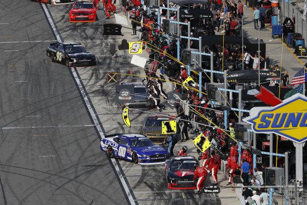 #1: Michael Annett, JR Motorsports, Chevrolet Camaro Chevrolet Pilot Flying J / American Heart Association, #00: Cole Custer, Stewart-Haas Racing, Ford Mustang Jacob Companies, pit stop