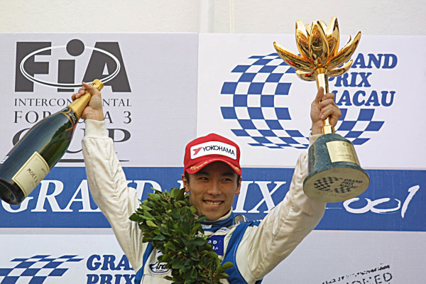2001 Macau Grand Prix.Takuma Sato, Carlin motorsport, 1st.Circuit de Guia, Macau.18th November 2001.World Copyright: Spinney/LAT Photographic.Ref.:8 5mb Digital Image.