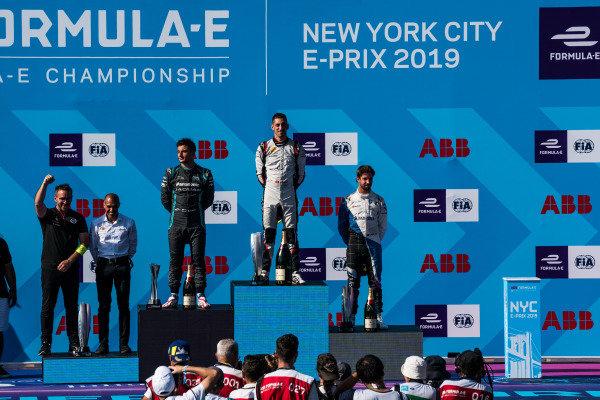 Race winner Sébastien Buemi (CHE), Nissan e.Dams celebrates on the podium with Mitch Evans (NZL), Panasonic Jaguar Racing, 2nd position, and Antonio Felix da Costa (PRT), BMW I Andretti Motorsports, 3rd position