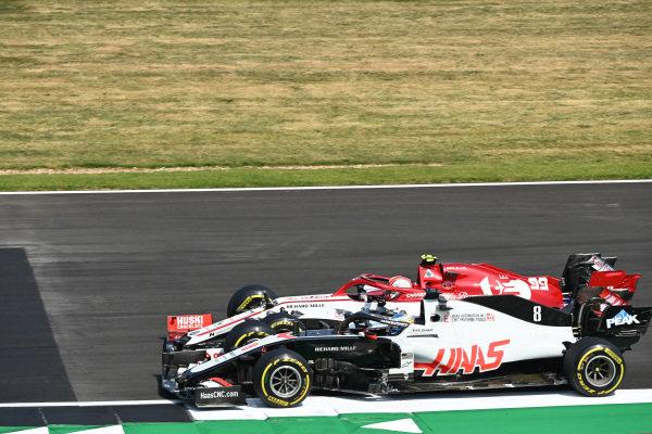Antonio Giovinazzi, Alfa Romeo Racing C39, battles with Romain Grosjean, Haas VF-20