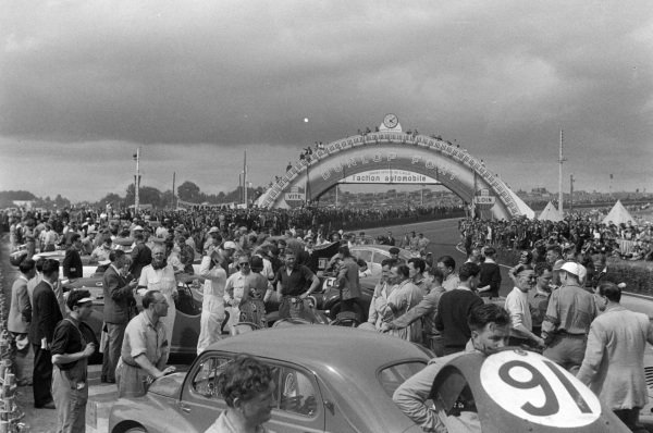 Cars, drivers, team members and spectators after the race.