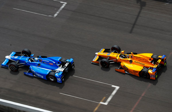 Verizon IndyCar Series Indianapolis 500 Race Indianapolis Motor Speedway, Indianapolis, IN USA Sunday 28 May 2017 Tony Kanaan, Chip Ganassi Racing Teams Honda, leads Fernando Alonso, McLaren-Honda-Andretti Honda. World Copyright: Steven Tee/LAT Images ref: Digital Image _R3I9281