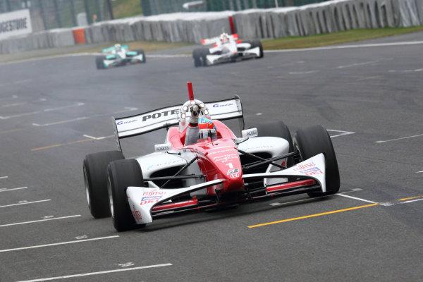 Rd 7 Suzuka, Japan. 6th - 7th November 2010.Race1, Winner Loic Duval ( #1 DOCOMO TEAM DANDELION RACING ) action.World Copyright: Yasushi Ishihara/LAT Photographic.Ref: 2010FN_R7_006.