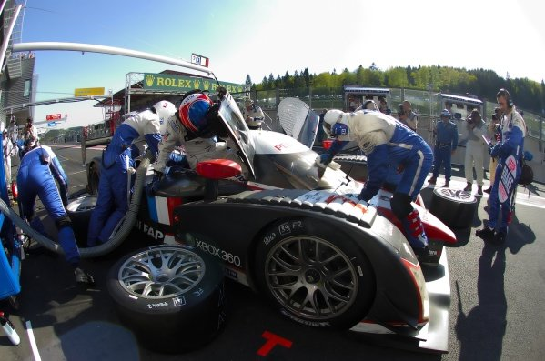 Nicolas Minassian (FRA) climbs into the Team Peugeot Total Peugeot 908 HDi-FAP on his way to the victory. Le Mans Series, Rd3, Spa 1000km, Spa Francorchamps, Belgium, 11 May 2008.