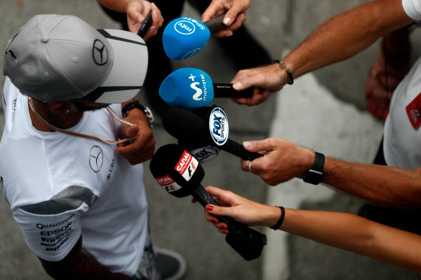 Sepang International Circuit, Sepang, Malaysia. Thursday 29 September 2016. Lewis Hamilton, Mercedes AMG talks to the media. World Copyright: Glenn Dunbar/LAT Photographic ref: Digital Image _31I7794