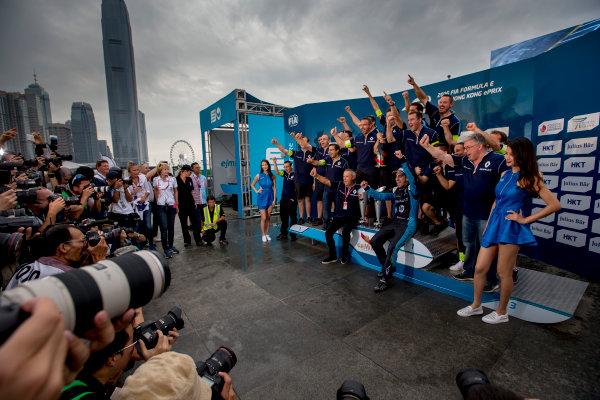 2016/2017 FIA Formula E Championship. Hong Kong ePrix, Hong Kong, China. Sunday 9 October 2016. The e.dams Renault team celebrate on the podium with Sebastien Buemi (SUI), Renault e.Dams, Spark-Renault, Renault Z.E 16.  Photo: Zak Mauger/LAT/Formula E ref: Digital Image _L0U2564