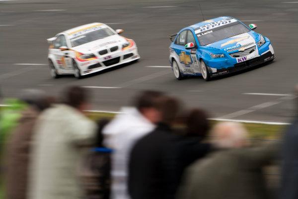 Oschersleben, Germany. 4th - 6th September 2009. Nicola Larini, Chevrolet Cruze LT leads Sergio Hernandez, BMW 320si. Action. World Copyright: Drew Gibson/LAT Photographic.ref: Digital Image _Y2Z9877