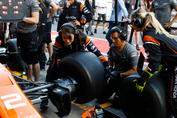 Red Bull Ring, Spielberg, Austria. Thursday 06 July 2017. The McLaren team organise an all-female pit stop. World Copyright: Steven Tee/LAT Images ref: Digital Image _O3I4870