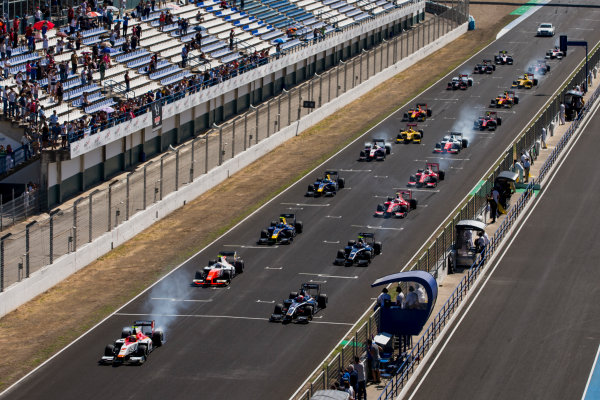 2017 FIA Formula 2 Round 10. Circuito de Jerez, Jerez, Spain. Sunday 8 October 2017. Alex Palou (JPN, Campos Racing), leads Luca Ghiotto (ITA, RUSSIAN TIME) and the rest of the field at the start of the race. Photo: Zak Mauger/FIA Formula 2. ref: Digital Image _X0W2662