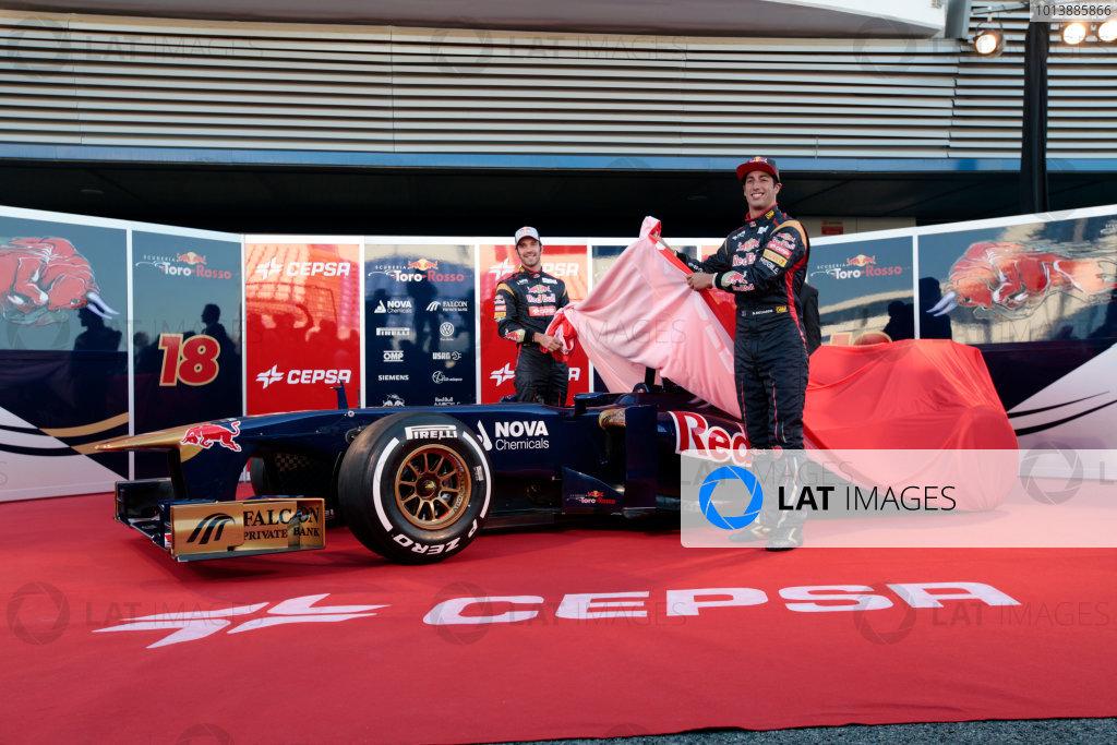 Circuito de Jerez, Jerez de la Frontera, Spain, 4th February 2013 Jean-Eric Vergne and Daniel Ricciardo, Toro Rosso, unveil the new STR8. World Copyright: Alastair Staley/LAT Photographic ref: _MG_7383