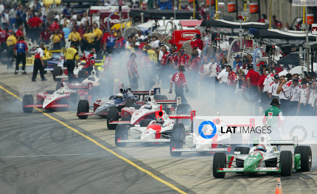 2003 IRL IndyCar MichiganIRL IndyCar Series Firestone Indy 400 at Michigan Superspeedway, Brooklyn, Michigan, USA July 25 - 27, 2003Tony Kanaan, Gil de Ferran, Helio Castroneves, and the fields leaves the pits- Michael Kim, USA LAT Photography