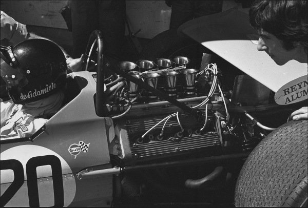 1970 Spanish Grand Prix. Jarama, Madrid, Spain. 17th - 19th April 1970. Andrea de Adamich (McLaren M7D-Alfa Romeo), DNQ, in the pits, action.  World Copyright: LAT Photographic. Ref:  2999 - 19.