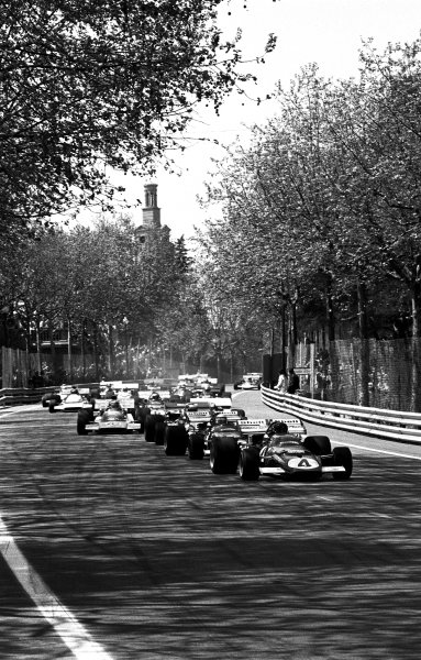 Montjuich Park, Barcelona, Spain. 16-18 April 1971.Jacky Ickx (Ferrari 312B), 2nd position, leads at the start, action. World Copyright: LAT Photographic.Ref:  B/W Print
